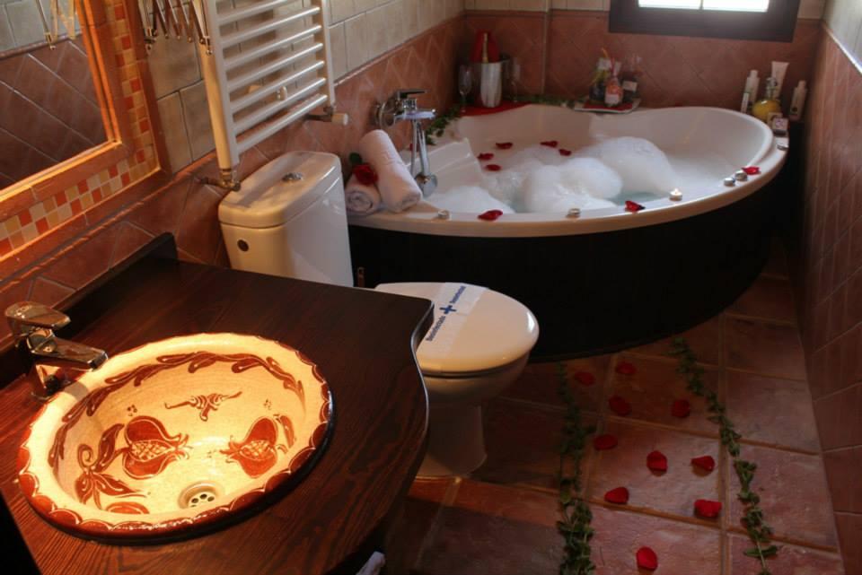 Alojamiento hotel en cazorla for Habitacion familiar con jacuzzi
